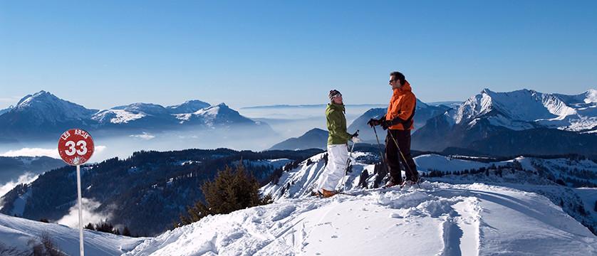 france_portes-du-soleil_morzine_skiers.jpg